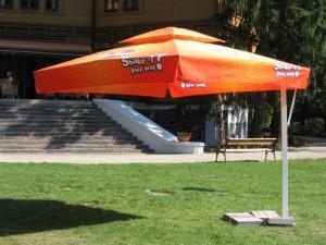 Werbeaufdruck auf Sonnenschutz Schirm